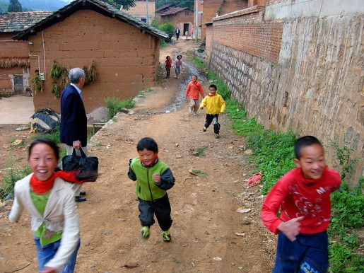 childrenrunning-515x386